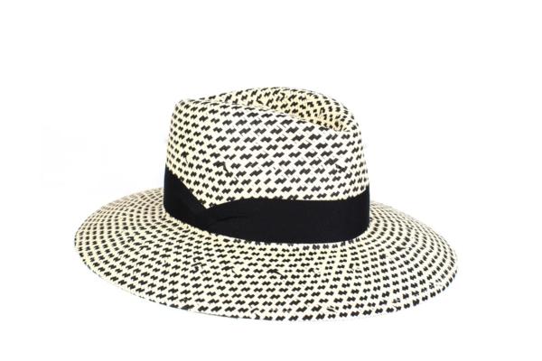 Sombrero Negro en fibra vegetal