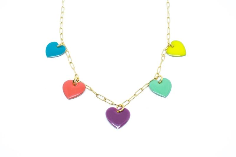 Gargantilla Love con corazones esmaltados