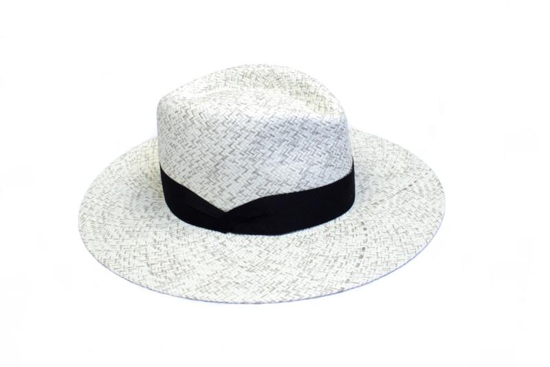 Sombrero con cinta negra